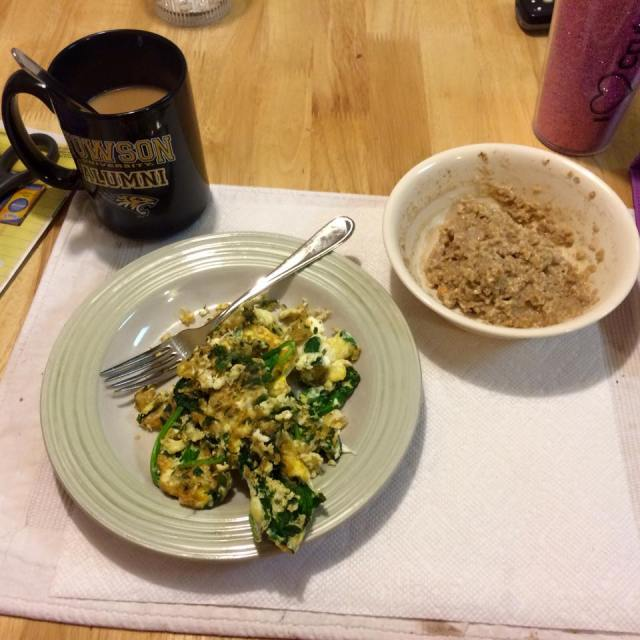 Spinach/egg omelet and cinnamon/PB oatmeal